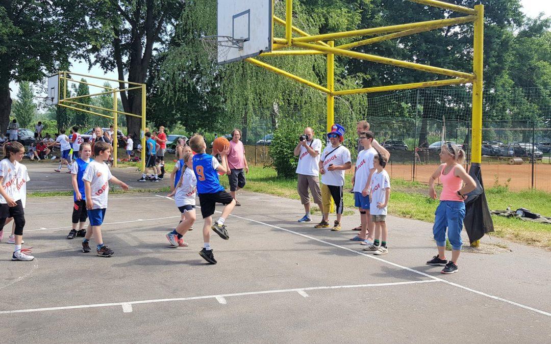 První streetbalová zkušenost lomnických dětí